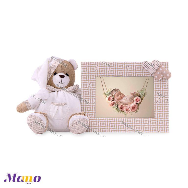 قاب عکس عروسکی خرس مامو کرم ( نانان )- بهترین سیسمونی نوزاد و دکوراسیون اتاق کودک